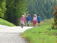 Bild: laufende Familie