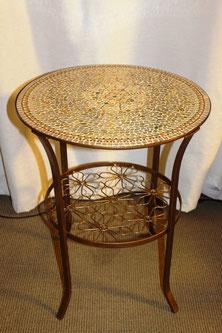Работа столик, ножки стола покрыты бронзовой акриловой краской