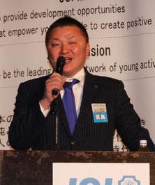 講壇に立たれる京都ブロック協議会の張本会長