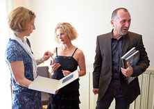 The book was well received - many copies had to be signed // Photos: Emanuel Ammon, Fotoagentur AURA