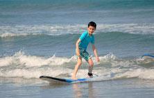 Cours de surf enfants Bali Seminyak