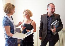 Das Buch fand sehr guten Anklang – die Autoren signierten mit Freude zahlreiche Exemplare. // Fotos Vernissage: Emanuel Ammon, Fotoagentur AURA