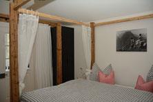 Ferienhaus in Oberstdorf, Ferienhaus Sehrwind – Schlafzimmer mit Balkon