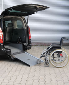 Opel Combo Life, Beifahrerumbau, Heckaussschnitt, Rampe