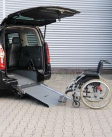 behindertengerechter Opel Combo Life, Beifahrerumbau, Heckaussschnitt, Rampe, Sodermanns