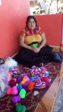 Handmade mexikanische Textilien, mexikanische Kissen, bunte boho Kissen aus Mexiko, Mode aus Mexiko, fair trade, slow fashion, artisan made, artisan Kunst, mexikanische Dekoartikel, Home Accessoires , per Hand genähte Kissen, unikate, Frida Stil, Produkte