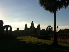 カンボジアに旅行に行った友人からアンコールワットの写真が送られてきました。美しい!!