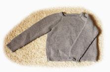Wollpullover gestrickt von ritsch-ratsch mit schmalem Kragen und somit auch für Babys geeignet