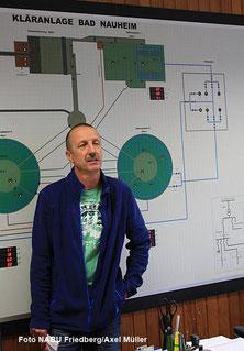 Markus Klug in der Schaltzentrale der Kläranlage
