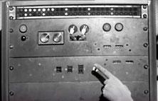 L'armoire ordinateur avec ses deux boutons