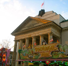 Frühlingsfest vor dem Theater
