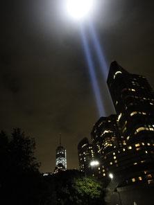 昨年の光のツインタワーと完成間近のワン・ワールド・トレード・センター