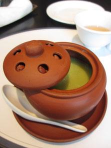 華都飯店のアボガドスープ