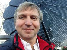 PV Blume als Nachgeführtes Solar Trecker System. Für Freunde der Ästhetik. Nicht unbedingt günstig oder billig aber für Schnäpchenjäger gibt es andere Variante für Photovoltaik um billig Strom zugewinnen.