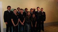 Ein Teil der Neumitglieder der Feuerwehr Chammünster mit Vertretern des Vereins, der Führungskräfte und der Stadt Cham.