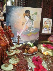 プジャでは日本人アーティスト木綿花(ゆうか)さんがネパールのために描いた慈愛の菩薩、ホワイトターラが奉納されました。