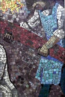 5. Station: Simon von Zyrene hilft Jesus das Kreuz zu tragen