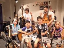 子供の音楽教室 ギターレッスン風景
