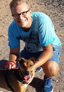 """Christian Hofstetter (mit Hund """"Nacho""""), Inhaber"""