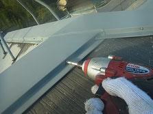 鉄板屋根材台風対策 クギ打ち込み