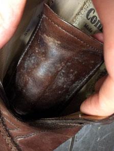 靴のベロにカビが発生してしまいました!