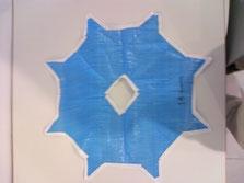 初期型(先端に突起のついた八角形型パラシュート)