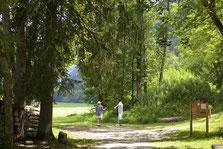 Grand comme le plaisir de jouer avec la petite balle blanche... A vos pieds : le golf 9 trous du Rocher Blanc. Profitez de nos offres spéciales (voir grille de Prix).