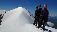 Au sommet du Dôme 3633 m, Céline, Sylvain et Laurent à la pause. Que du très beau !