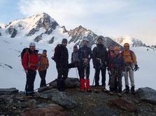 Au matin, l'équipe devant le Glacier du Tour