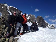 Christophe, Nyl, Xavier et Jessicca au sommet du Charmoz et les proches Perrons