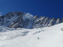 Au matin, plein soleil sur le Glacier des Rognons, avec John sous l'Aiguille Verte