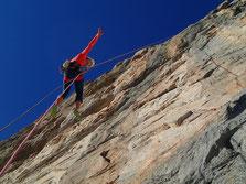 Descente avec rappel en fil d'araignée, plein gaz! On peut admirer la qualité du rocher !
