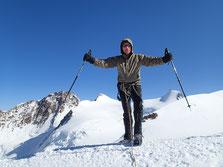 Encore un autre 4000 m, sommet de Ludwigshöehe. En toile de fond, Dufourspitze, Zumsteinspitze et Capanna Margherita