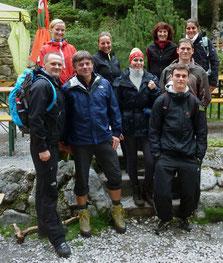 """VC-Bergtour: Gipfelsturm bei miesem Wetter; unter Leitung von """"Bergführer"""" Armin erklimmen elf Unverdrossene den Großen Pyhrgas"""