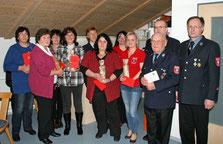 Ein großes Dankeschön hatten der Vorsitzende und der Kommandant auch für die Gemeinde, den Bürgermeister und für die im aktiven Dienst bzw. rund um das Feuerwehrhaus tätigen Damen parat.