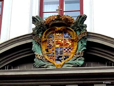 herzogl. Wappen über dem Portal
