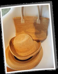 ヘレンカミスキーの 帽子とお揃いのバッグ。とH.A.Tの 折りたためて鞄に入る帽子。 この夏、外出時にはほぼ毎日使っていました。