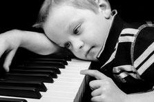 Das Klavier- meine grosse Liebe, Wie alles begann, Kleines Mädchen am schwarzen Klavier