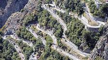 Petite route de montagne en lacets