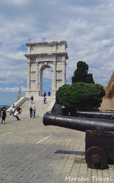 Arco di Traiano, Porto antico di Ancona