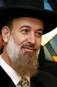 Der aschkenasische Oberrabbiner Jonah Meztger stimmte dem von der Knesset verabschiedeten Hirntot Gesetz zu.