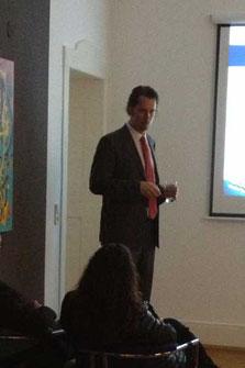 Vortrag von Ingo Schaub im Büro der Firma Wirtschaftsimpuls in Stuttgart mit dem Thema Immobilien als einzige Alternative zu niedrigen Zinsen