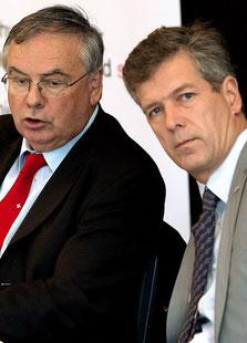 Gewerbeverbandspräsident Jean-François Rime (SVP, FR) unterstützt seinen Fraktionskollegen Thomas de Courten (BL) bei seinem Bemühen, das Rentenalter zu erhöhen.