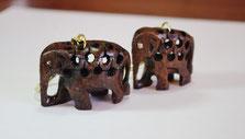 木彫りのハンドメイドキーホルダー 象さん