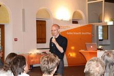 Florian Sobetzko erzählte von erfolgreichen Gemeindeneugründungen und kirchlichen Innovationen. (Foto: Angelika Fröhling)