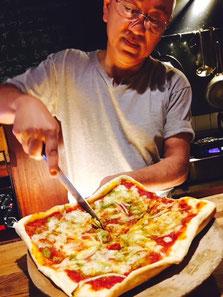 オーナー特製の手作りピザ。オーガくん撮影。
