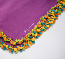 Borde de pompones de 4 colores tejido a crochet