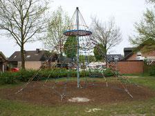 piramide 650 giochi per parchi, attrezzature per parchi gioco, strutture ludiche Stileurbano Ciuffo Baobab certificati Norma EN1176 CATAS stileurbano oratorio FOM odielle abbiategrasso