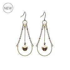 Amara ° The Endless Harmony ° Tropfenförmige Ohrhänger. Außergewöhnliche tropfenförmige Ohrringe mit schillernden Schliffperlen in ° Iridescent Opal ° Designed and Manufactured by Elfgard®