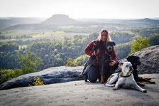 Juli mit ihren Hunden